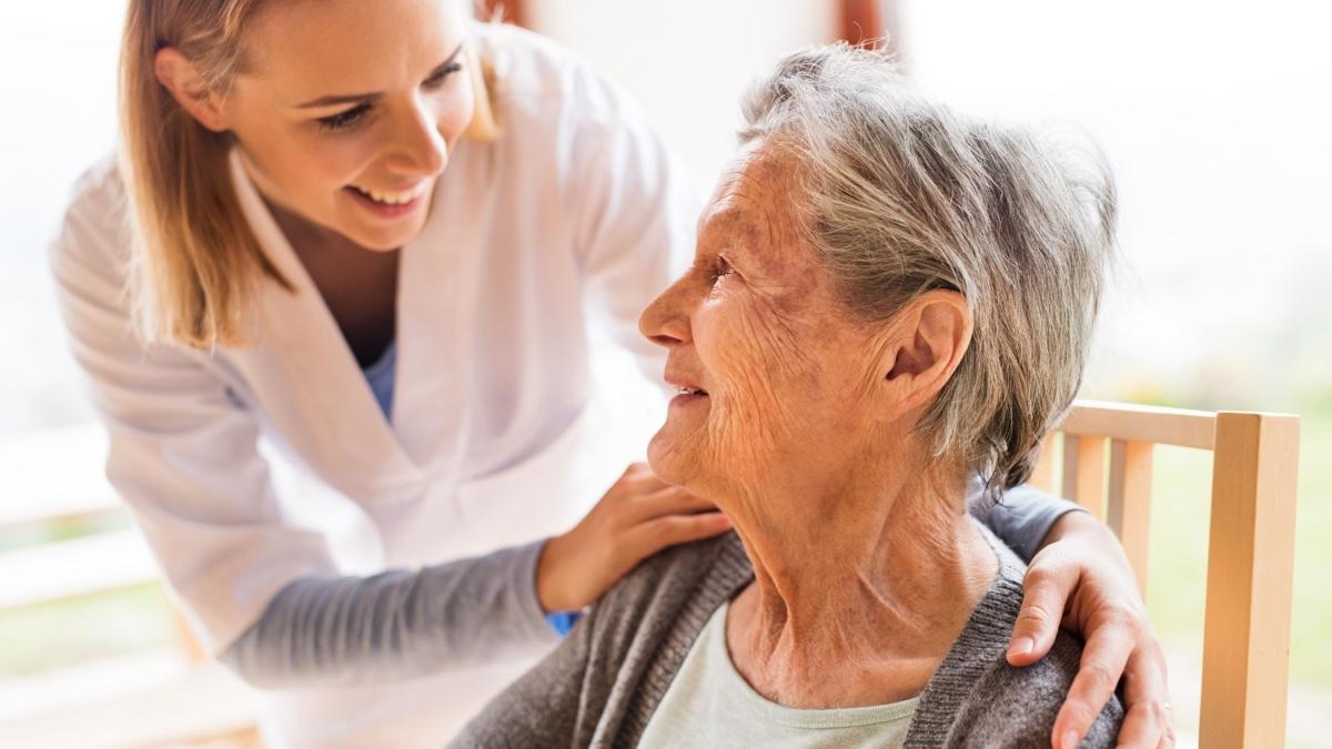 Auxiliaire de vie et personne âgée