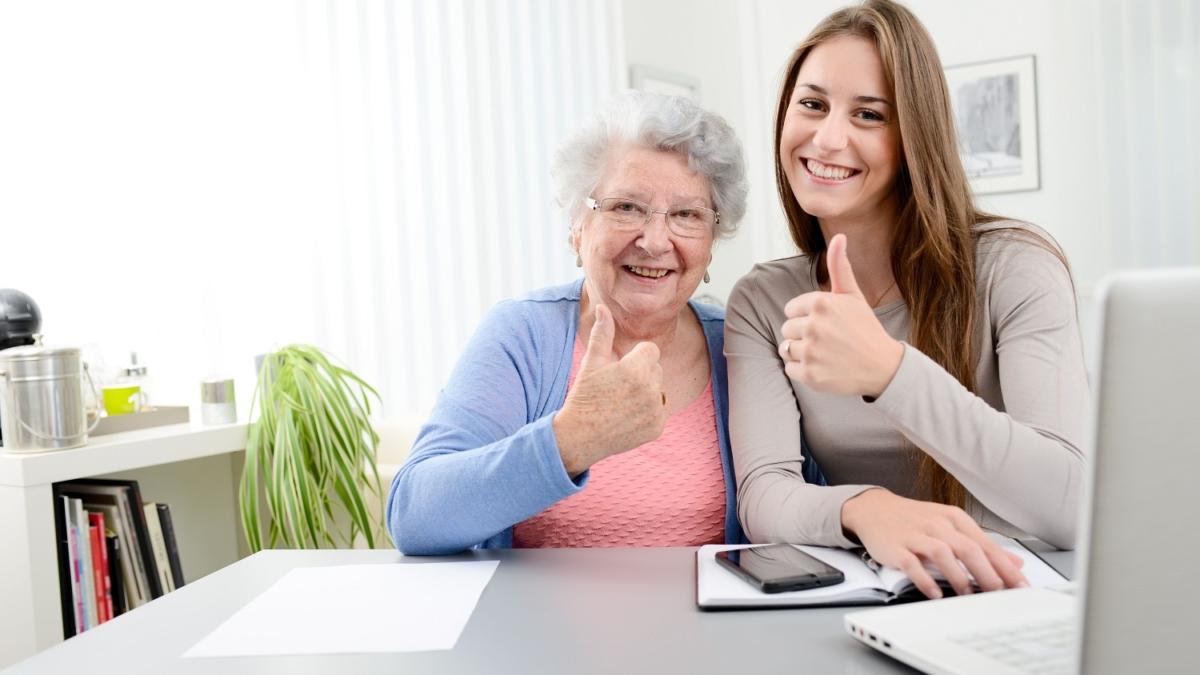 auxiliaire de vie et personne âgée à domicile